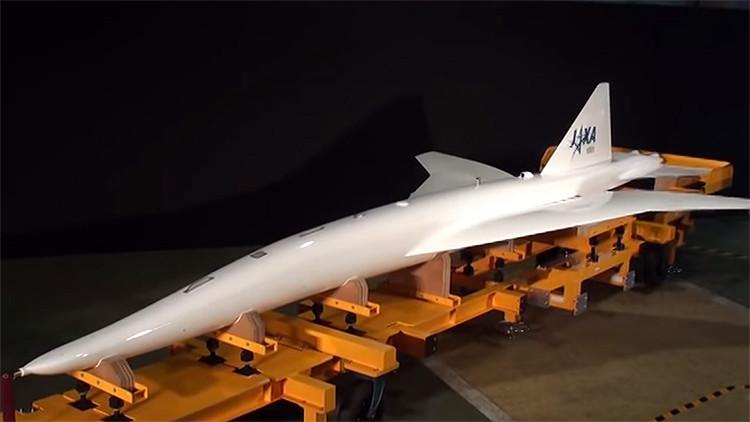 Japón prueba con éxito un avión supersónico silencioso