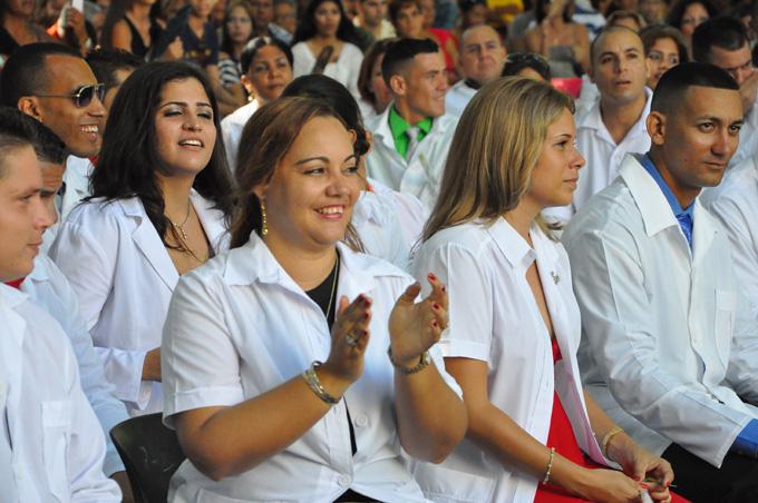 Efectúa Granma su mayor graduación de médicos extranjeros