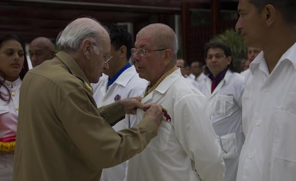 Carta de Raúl a los colaboradores que combatieron el Ébola en África: La Patria los recibe con orgullo