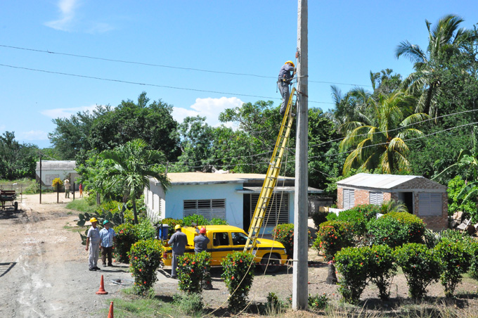 Potencian en Granma electrificación en zonas rurales