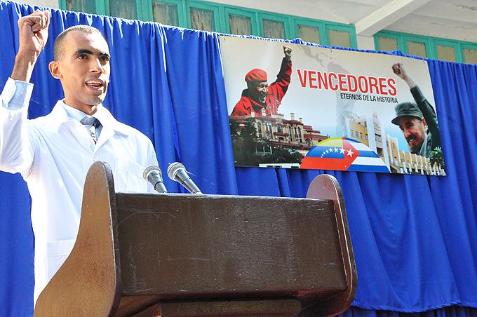 Gradúa nuevos galenos facultad de Ciencias Médicas de Manzanillo