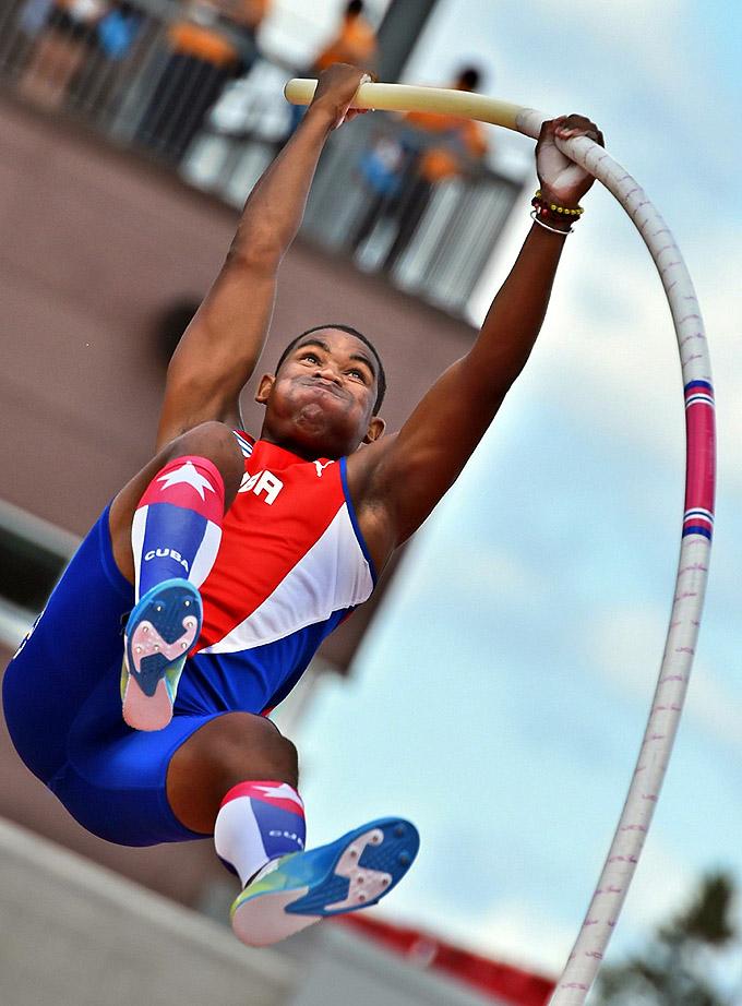 Atletismo cubano sin penas ni glorias en debut panamericano