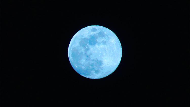 ¡Atentos al cielo!: Brilla la 'luna azul', espectáculo que no se repetirá hasta 2018