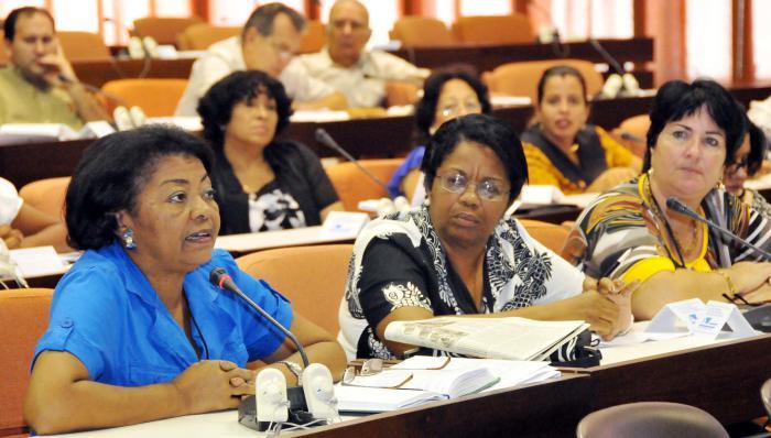 Provechosa jornada de debates en comisiones del Parlamento