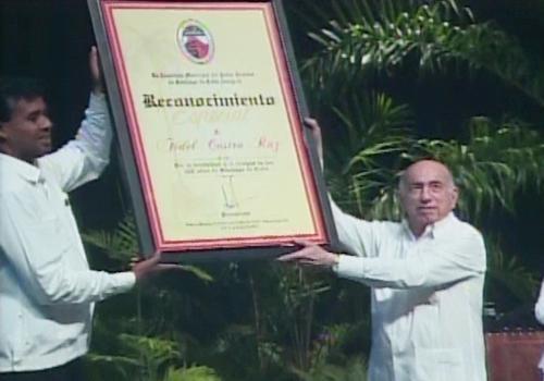 Reconocimiento a Fidel y Raúl