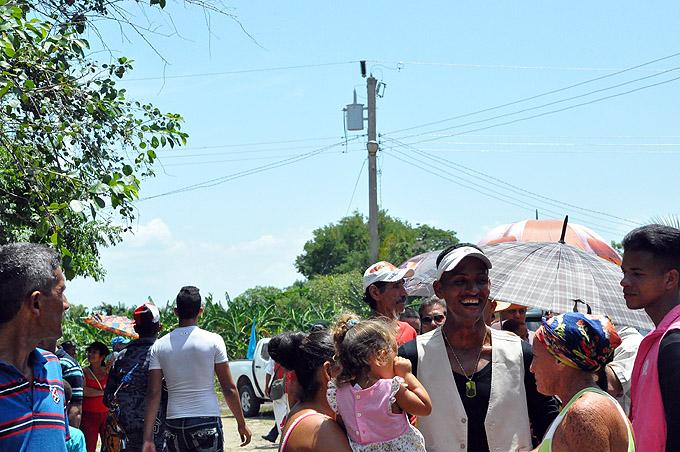 Se hace la luz en zonas rurales de Río Cauto