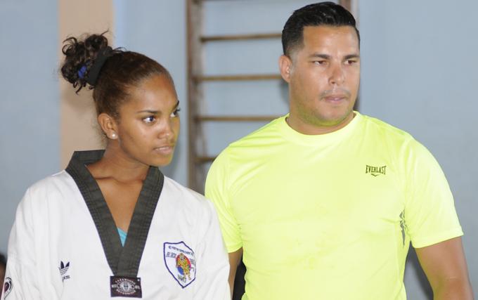 Mariulis, junto a su entrenador Diocelis