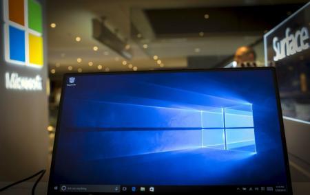 Una computadora corre una demostración del sistema operativo Windows 10, en una tienda de Microsoft en Nueva York
