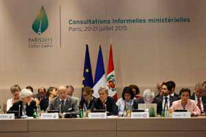 Hollande señala que cambio climático amenaza la paz mundial