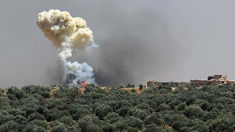 Un avión militar cae en una zona residencial en Siria causando decenas de muertos