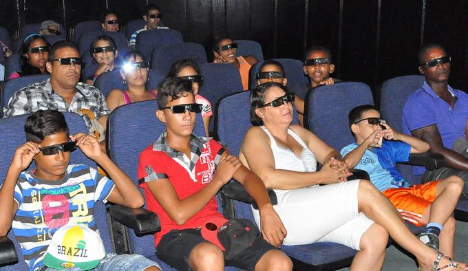Granma se acerca al cine del futuro con las salas 3D