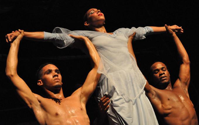 Danza de tres toma calles de Bayamo