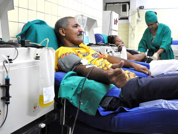 Donaciones de sangre por cumpleaños de Fidel