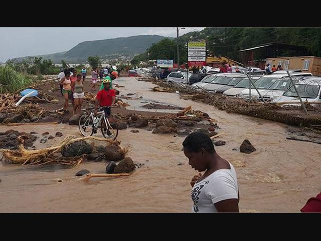 Dominica suma 35 muertos por los estragos de tormenta Erika