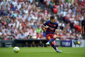 Lionel Messi lanzando el penalti