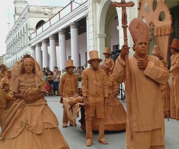 Morón Teatro se apoderó de las calles manzanilleras