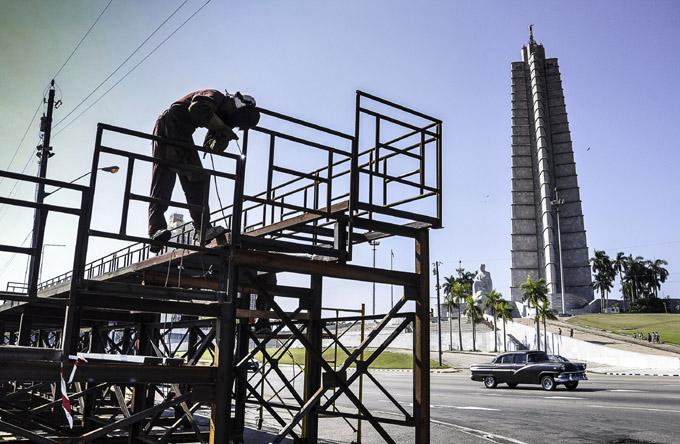 CUBA-LA HABANA- PREPARATIVOS EN LA PLAZA DE LA REVOLUCION