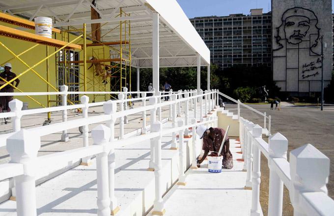 Plaza José Martí se alista para recibir al Papa