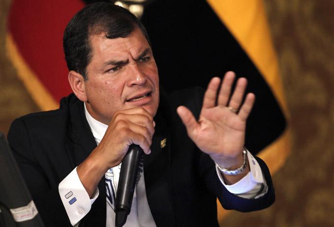 Presidente de Ecuador critica doble discurso de opositores