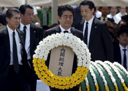 Abe renueva en Nagasaki su promesa de un Japón libre de armas nucleares