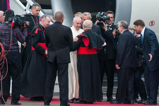 Bienvenido a Cuba Papa Francisco, afirmó Raúl