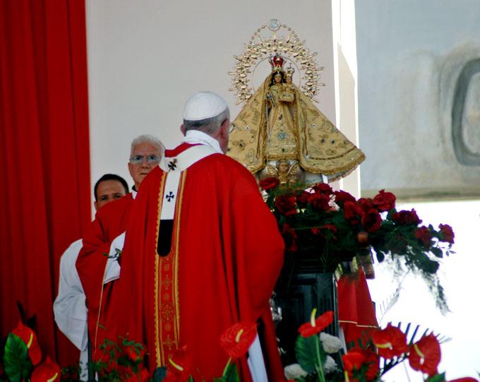 Renueva Papa Francisco llamamiento a la paz