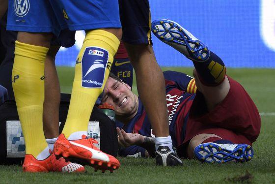 Messi deja el campo lesionado