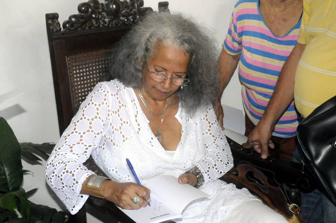 Lucía Muñoz, poetisa, Bayamo