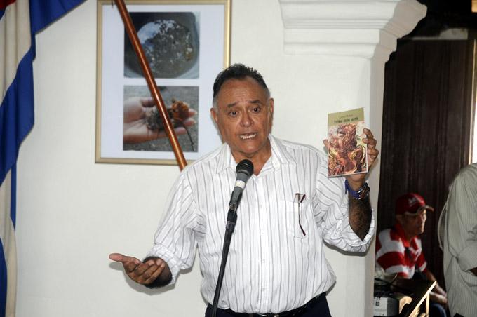 Recibe Lucía Muñoz Premio al Mérito Literario José Joaquín Palma