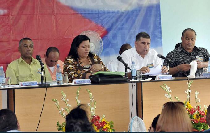"""""""Los yarenses tienen para hacer mucho más"""", asegura Primera Secretaria del Partido en Granma"""