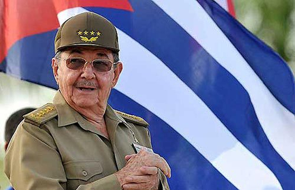 Raúl Castro envía mensaje a Vietnam por aniversario de independencia