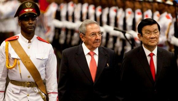 Raúl Castro y Truong Tan Sang