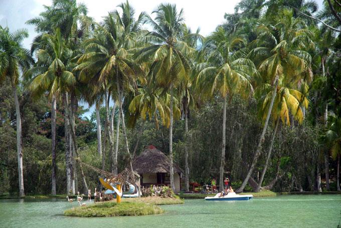 CUBA-SANCTI SPIRITUS-VERANEAR EN LA VILLA SAN JOSE DEL LAGO