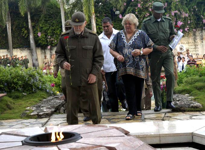 CUBA-VILLA CLARA-REALIZAN CEREMONIA FAMILIAR CON HONORES MILITARES EN EL MAUSOLEO AL CHE