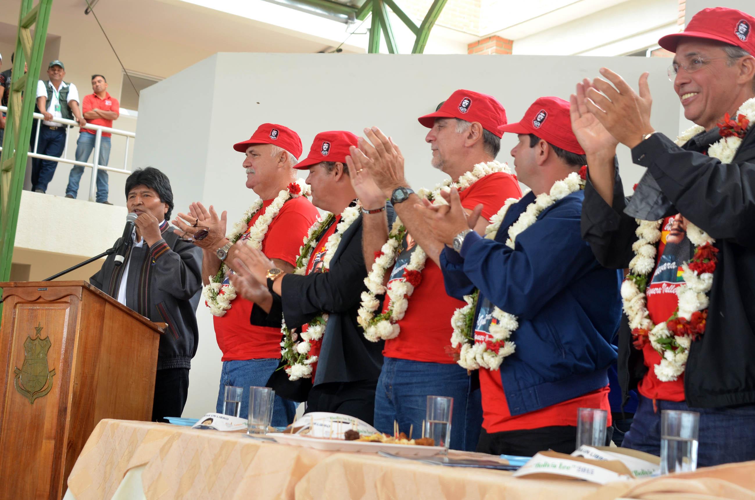 Evo Morales y Los Cinco, Bolivia