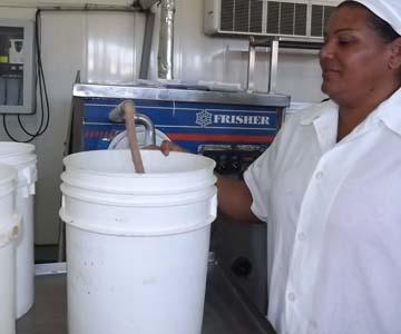 Fábrica de lácteos de Manzanillo estrena equipos de congelación
