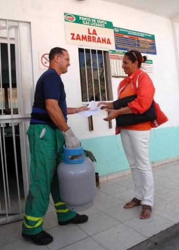 CUBA-CAMAGÜEY-ACEPTACIÓN EN LA POBLACIÓN CAMAGÜEYANA POR VENTA LIBRE DE GAS LICUADO
