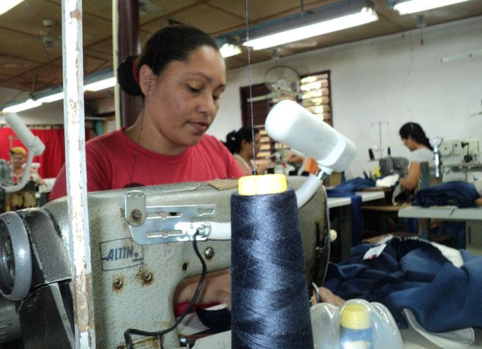 Isabel reconoce que desde que comenzó a aplicarse la Resolución 17 ha mejorado la economía de su familia / FOTO Leonardo Leyva
