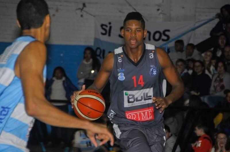 Baloncestista cubano se lesiona en torneo uruguayo