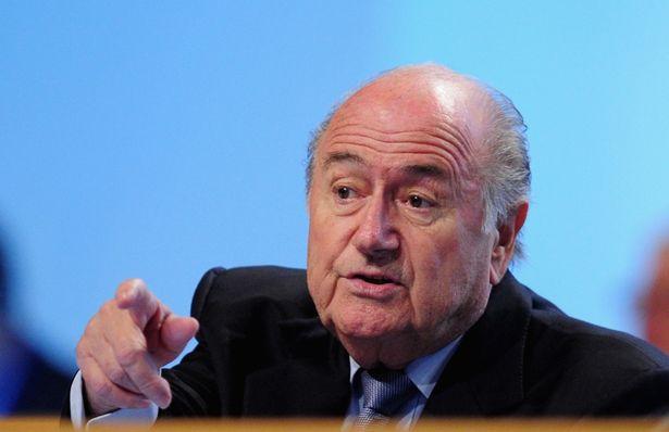 Blatter acusa a Platini de causar escándalo en la FIFA