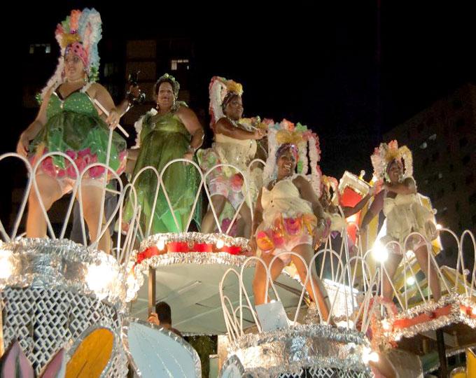 Voluminosas acaparan la atención en carnavales de Niquero