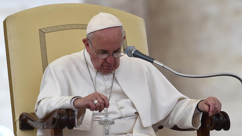 Papa Francisco pide perdón por escándalos en Roma y el Vaticano