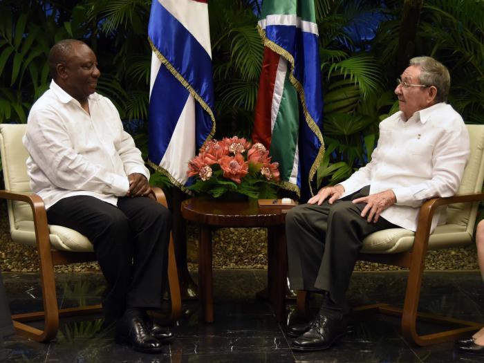 Raúl Castro y Cyril Ramaphosa