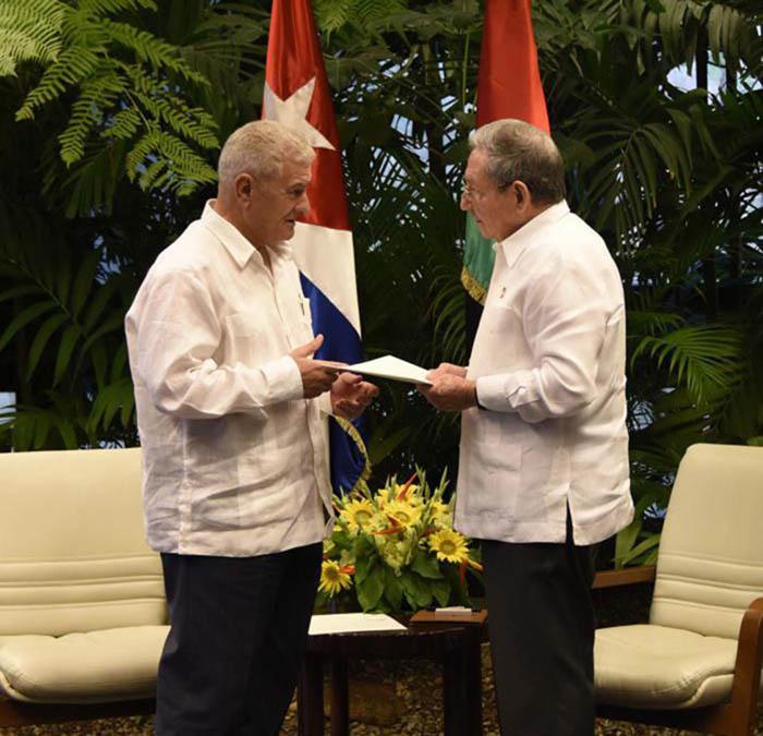 Se reúne Raúl con dirigente palestino