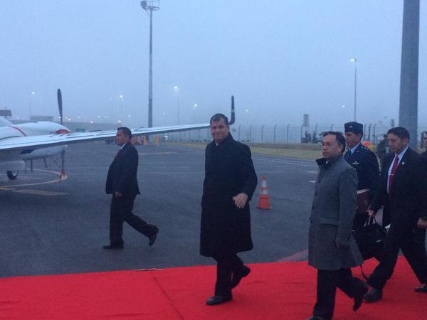 Correa viaja a Bolivia para clausura de cumbre sobre cambio climático