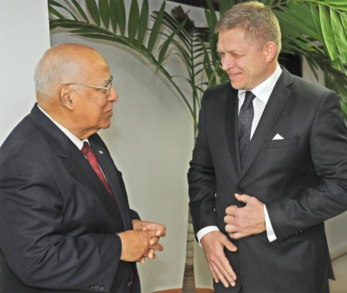 Robert Fico y Ricardo Cabrisas