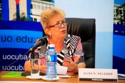 Profesora de Santiago de Cuba recibe título de Universidad peruana