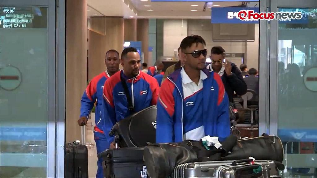 En fotos la llegada del equipo Cuba de béisbol a Corea del Sur