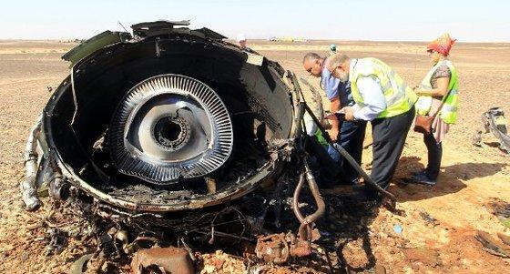 Avión caído en Egipto se partió a gran altitud, dice Rusia