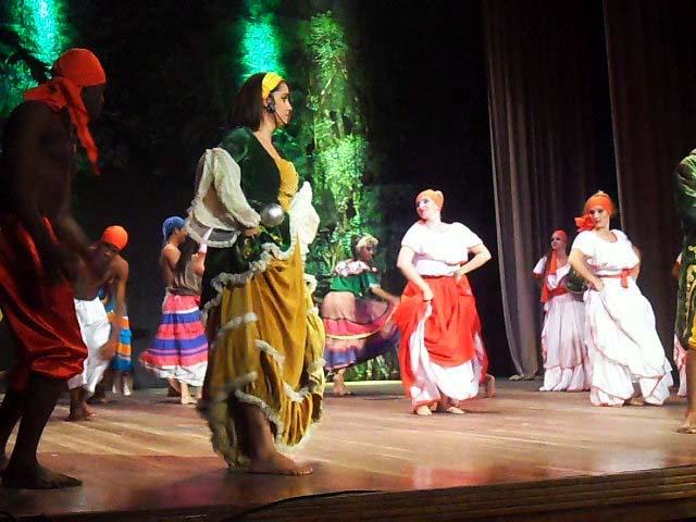 Compañía lírica Ernesto Lecuona canta a los manzanilleros